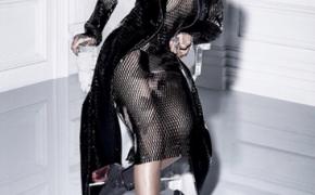 Rihanna posa sin ropa interior para 'Dior Magazine'