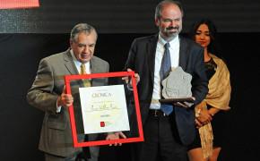 Recibieron Juan Villoro, Octavio Obregón, Ruy Pérez Tamayo y Javier Pérez de Anda el Premio Crónica 2015